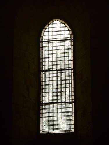 Vitraux réalisés par Jean-Pierre Raynaud.