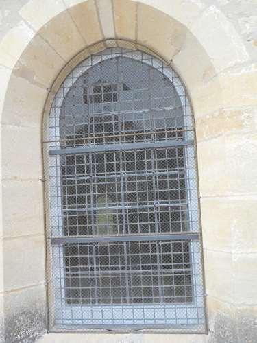 Un vitrail vu de l'extérieur.