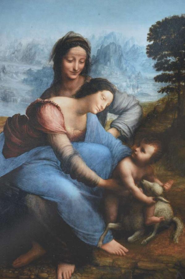 Léonard de Vinci attend les élèves pour leur expliquer son travail.